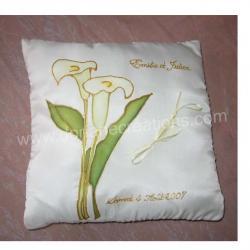 Coussin pour alliances en soie motif arums fond blanc