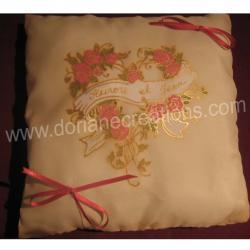 Coussin pour alliances en soie motif coeur de roses