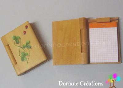 01 - bloc-note en bois, décor coccinelles