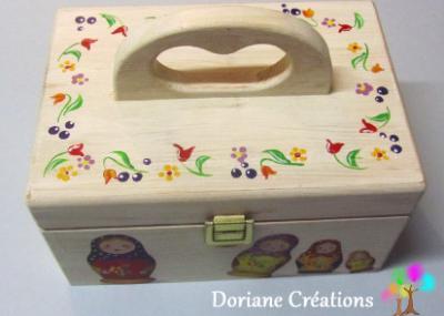05- Boîte à couture décor poupées russes et fleurs