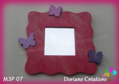 07- Miroir framboise et 3 papillons tons violets