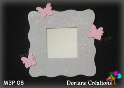 12- Miroir gris clair et 3 papillons rose pastel