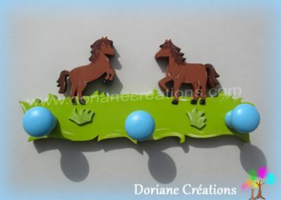 09- Porte manteau en bois avec 2 chevaux