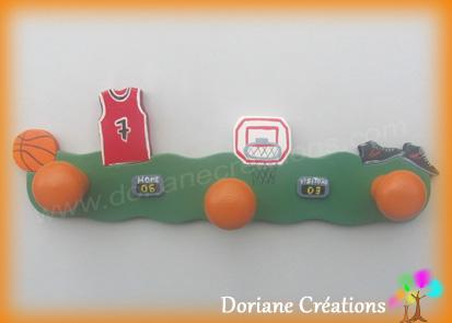 Porte manteau avec decor basket ball