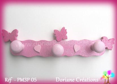 Porte manteau avec papillons roses