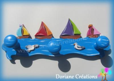 10 Porte manteau en bois avec bateaux