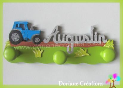 Portemanteau bois avec prenom augustin et tracteur bleu