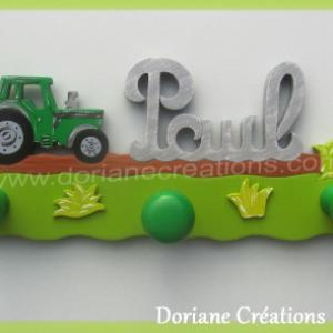 Portemanteau bois avec prenom paul et tracteur vert