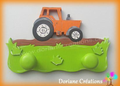 Portemanteau bois avec tracteur orange