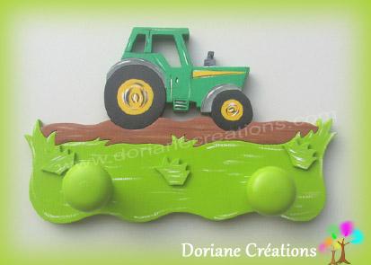 Portemanteau bois avec tracteur vert et jaune