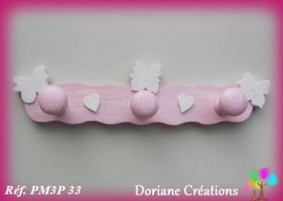07 Portemanteau bois rose pastel et blanc papillons