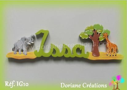 Prenom bois issa avec elephant et girafe 1
