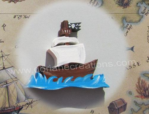 Prenom en bois motif bateau pirate