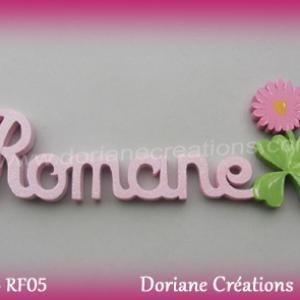 Prenom lettres bois romane avec paquerette