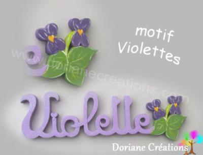 24- Motif violettes pour prénom en bois